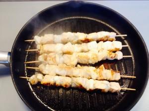cuisson des brochettes de poissons