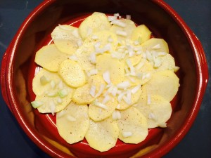 pommes de terre, oignons, ail, noix de muscade