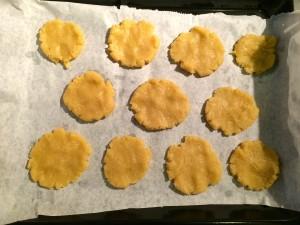 100g de beurre salé (ou de beurre doux avec quelques pincées de sel à ajouter dans la pâte)