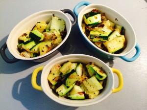 mettre le mélange courgettes echalotes dans un plat