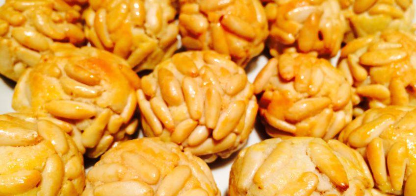 Panellets : gâteaux aux pignons