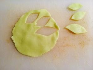 réalisation des feuilles en pâte d'amande