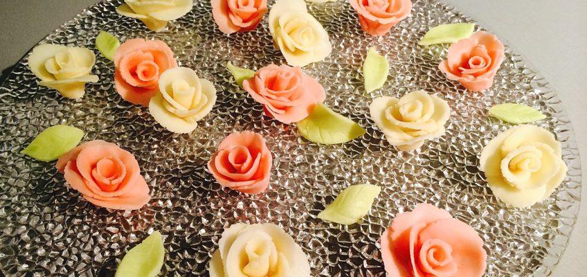 Roses en pâte d'amande