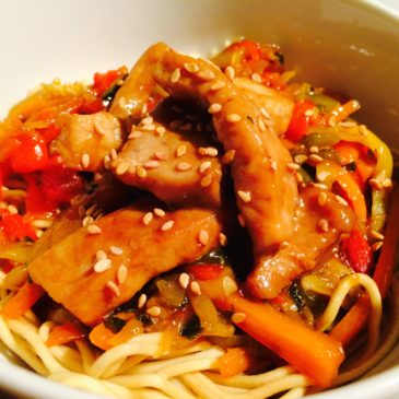 Noodles légumes porc sauce yakitori