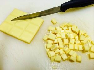 découpe du chocolat blanc