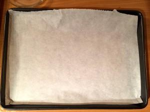 plat recouvert de papier cuisson