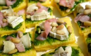 tartine polenta pesto chèvre bacon