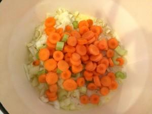 ajout carottes, oignons céleri