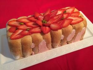décoration de la charlotte fraise pralin
