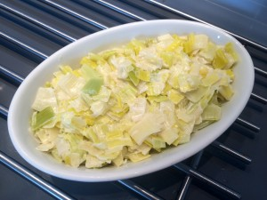 fondue de poireaux dans un plat passant au four