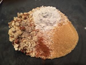 ajout flocons avoine, cassonade cannelle fruits secs et farine